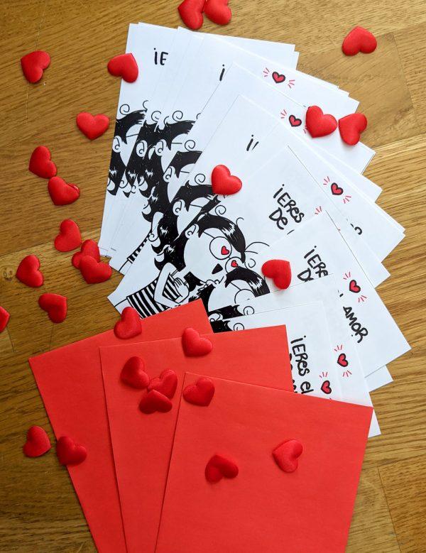 Amor propio - composicion de muchas postales y sobres con corazones decorativos